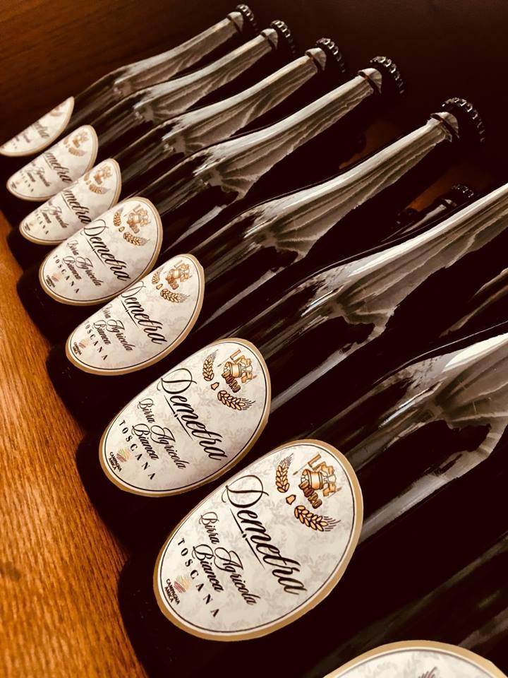 foto delle bottiglie di birra demetra nello scaffale
