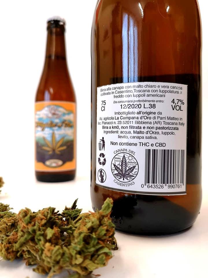 foto dell'etichetta da dietro di una bottiglia di birra foglia d'oro da '33
