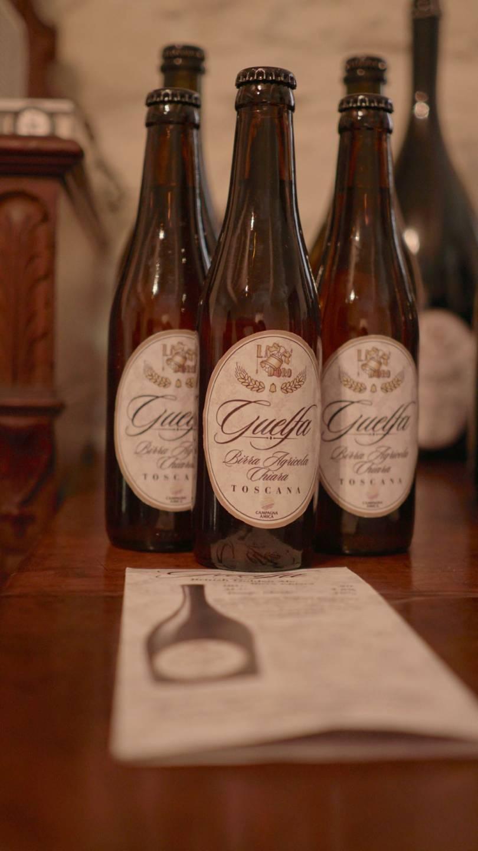 foto di quattro birre guelfa da 33 sopra un tavolo
