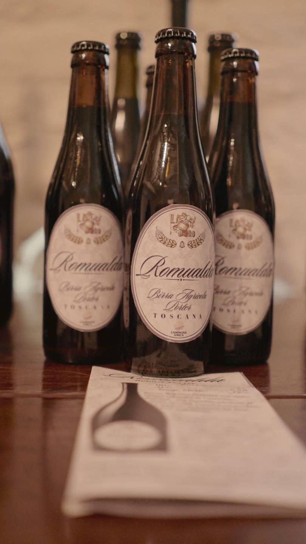 foto di quattro birre romualda da 33 sopra un tavolo