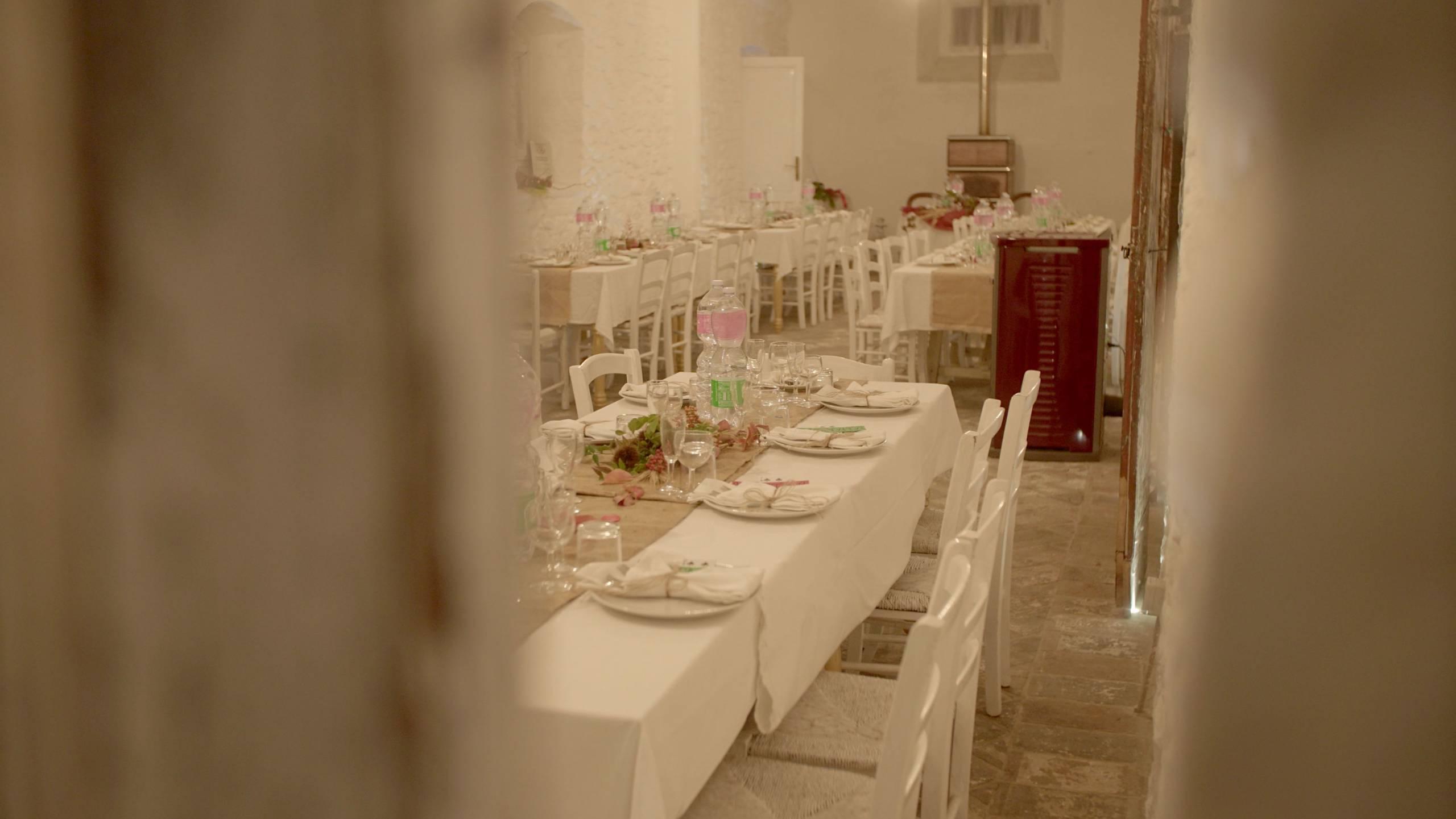 foto zoommata della sala addobbata per una cena